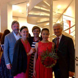 (von rechts): Dr. Jürgen Frei, Clara Shen, Sabine Schaan, Sabina Pabst, und Hans Jürgen Jentsch